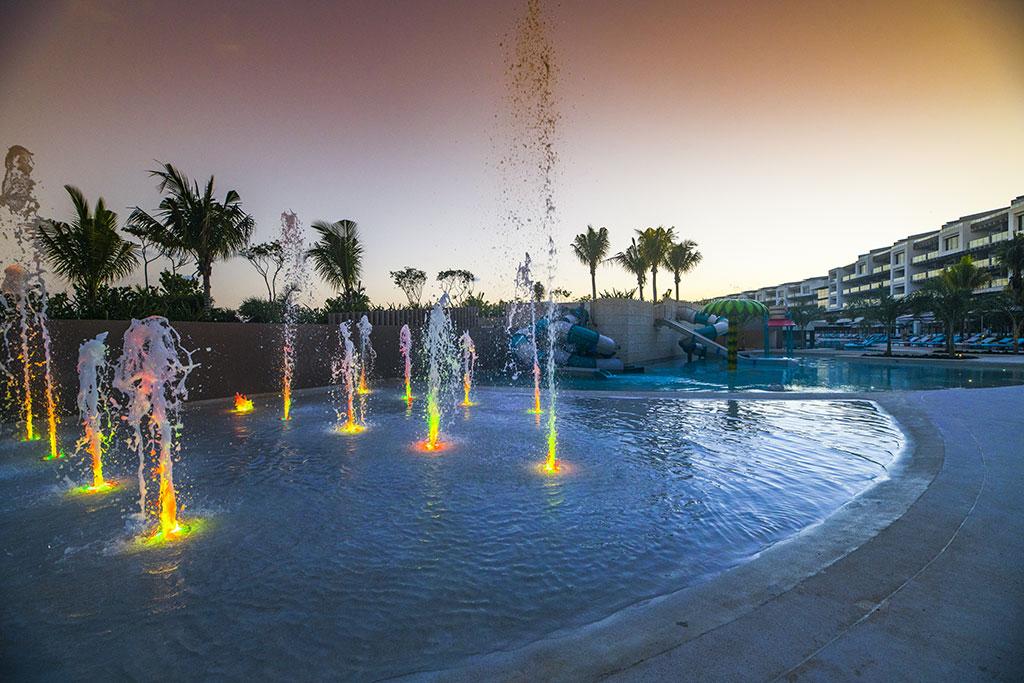ESTUDIO PLAYA MUJERES   Pool Area Water Park 5