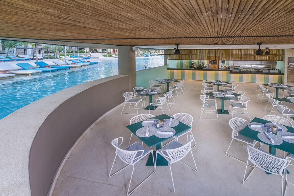 ESTUDIO PLAYA MUJERES   ESPM Bikini Azul PoolSide Restaurant 2